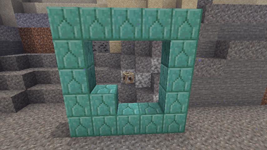 コンジットとフレームの間にブロックがある